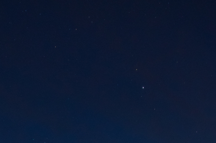 4 second exposure, same scene. Much less stars visible and the sky is well underexposed, but again, sharp.